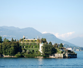 A Day Trip to Lake Maggiore - Group Guided Tour - (from Milan)
